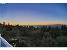 Stunning views of the Columbia River luxury homes