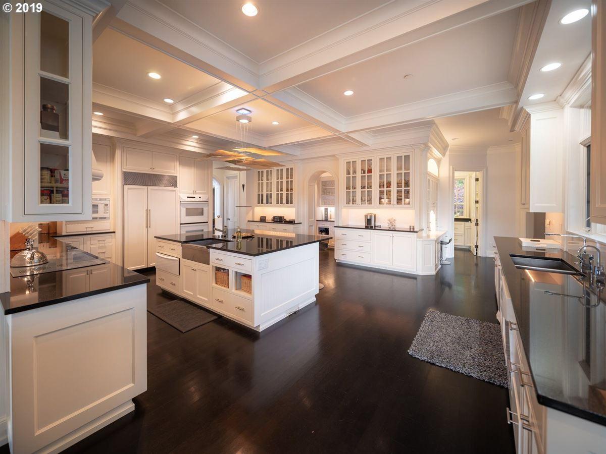 Exquisite modern farmhouse on ten sprawling acres luxury real estate