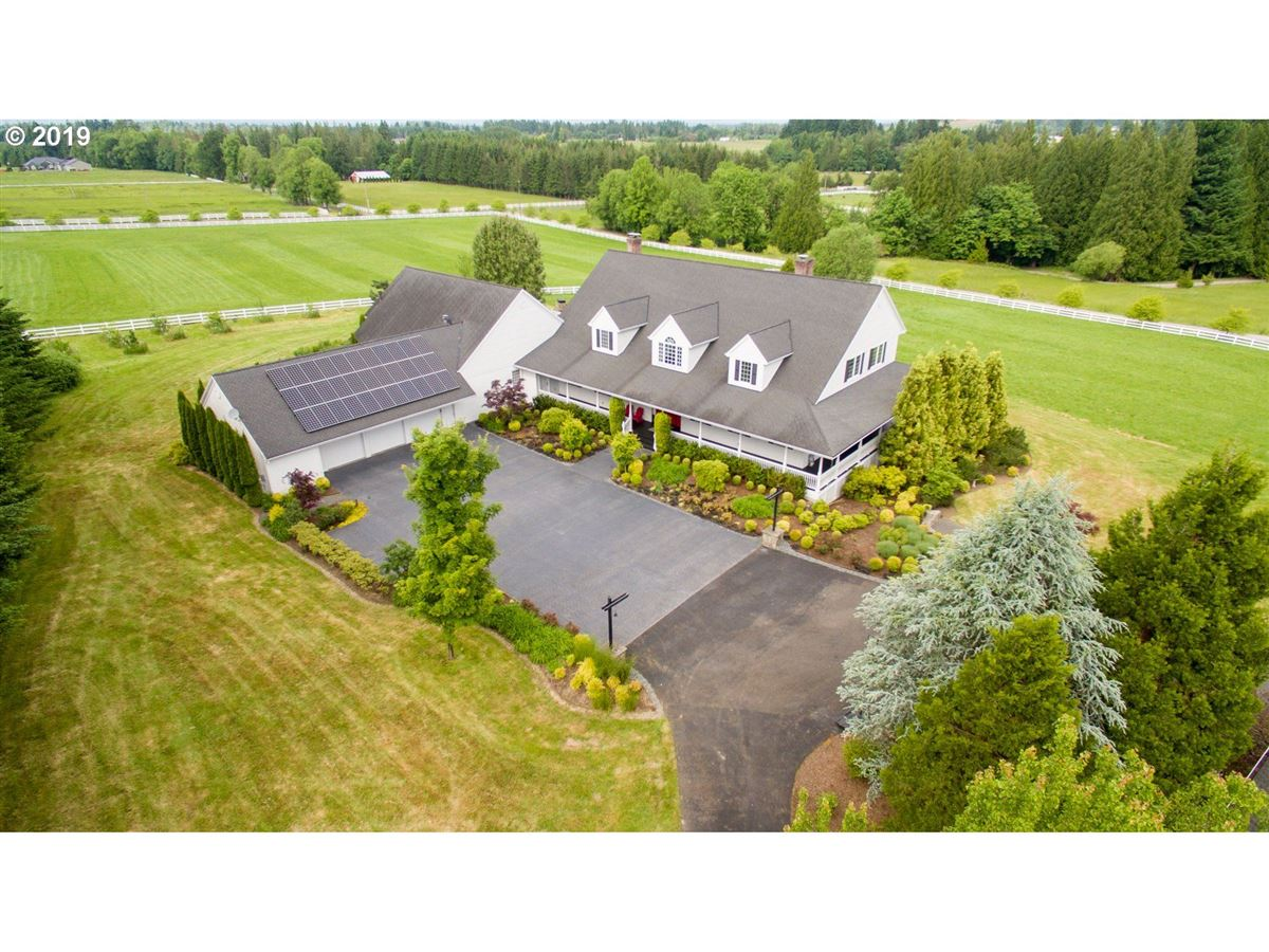 Mansions Exquisite modern farmhouse on ten sprawling acres