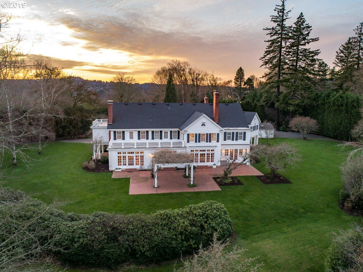 Luxury homes Iconic historical beauty in esteemed Dunthorpe