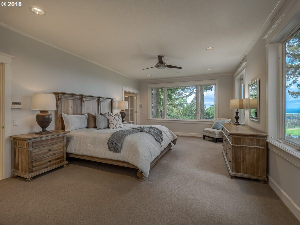 Luxury homes in a Serene private location in Portland