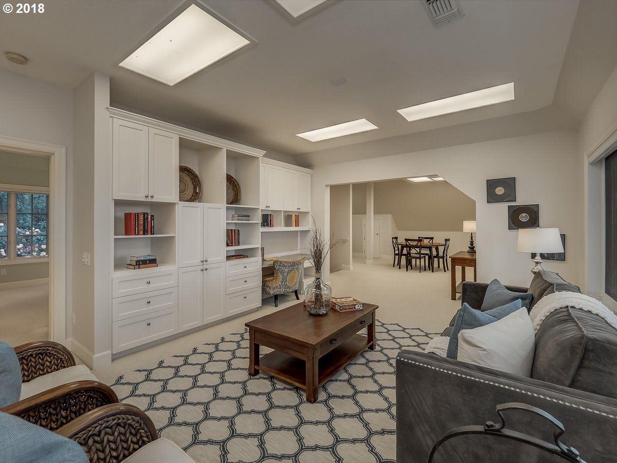 Luxury homes a Serene private location in Portland
