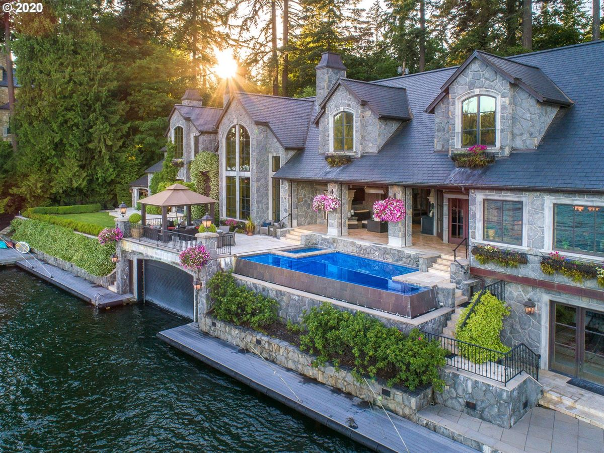 Luxury homes in the Jewel of Lake Oswego