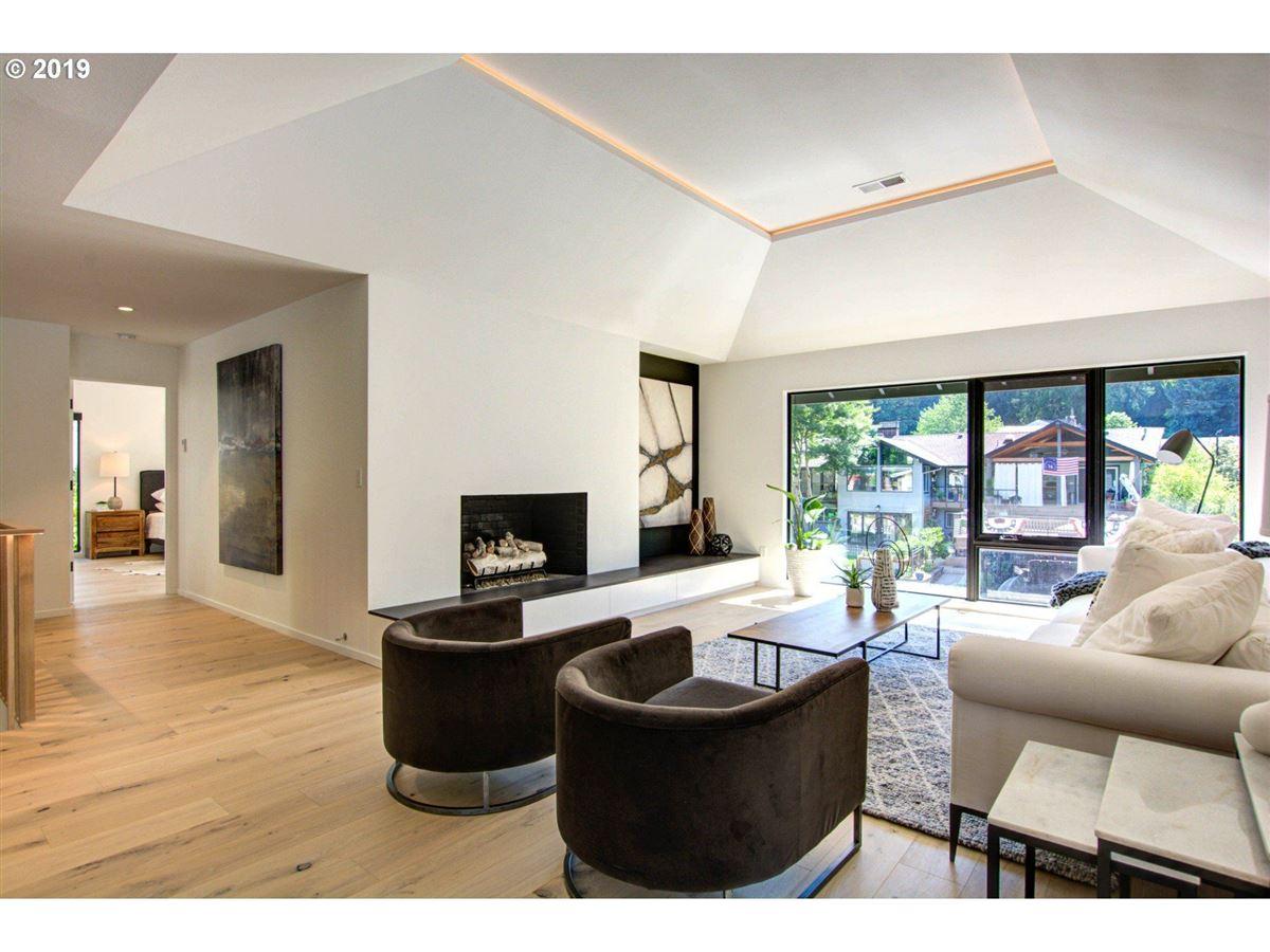 Luxury homes in handsome modern home in lake oswego