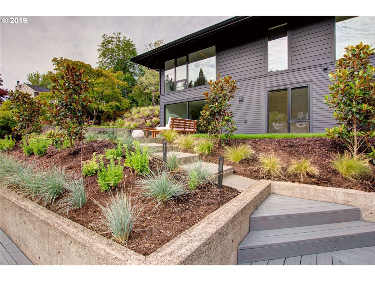Mansions handsome modern home in lake oswego