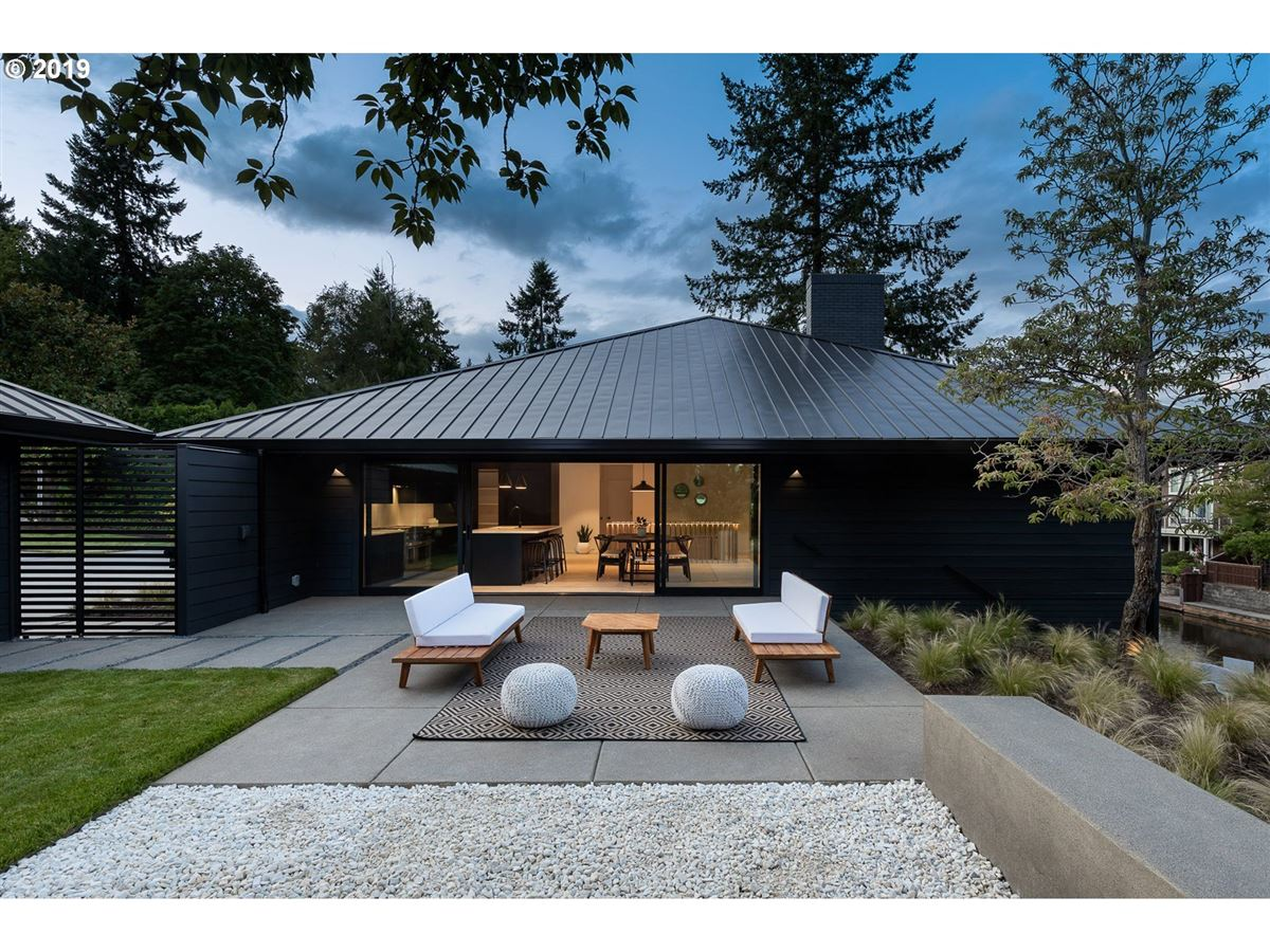 handsome modern home in lake oswego mansions