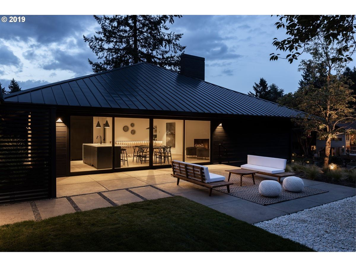 Mansions in handsome modern home in lake oswego