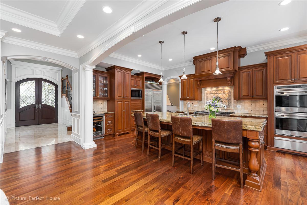Luxury homes Elegant home in East HIGHLANDS