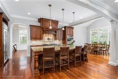 Elegant home in East HIGHLANDS  luxury homes