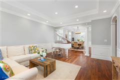 Elegant home in East HIGHLANDS  luxury real estate
