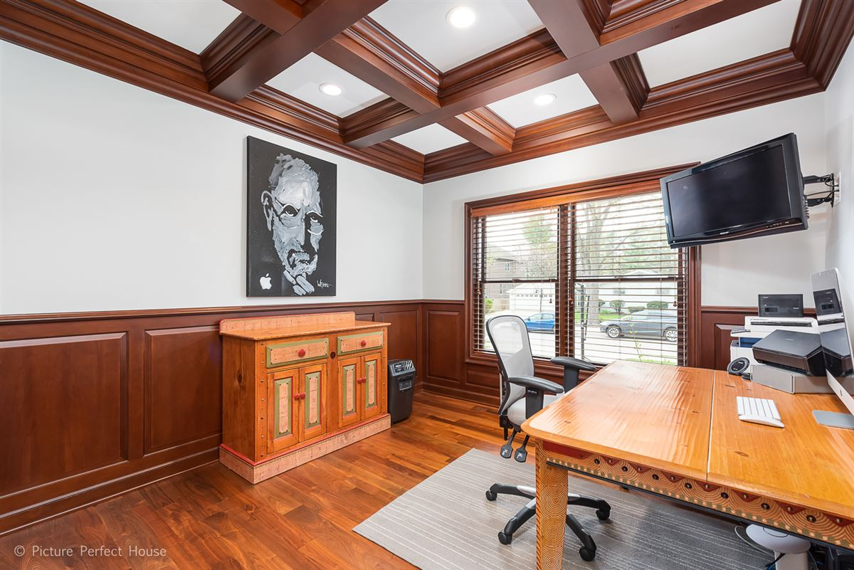 Mansions in Elegant home in East HIGHLANDS