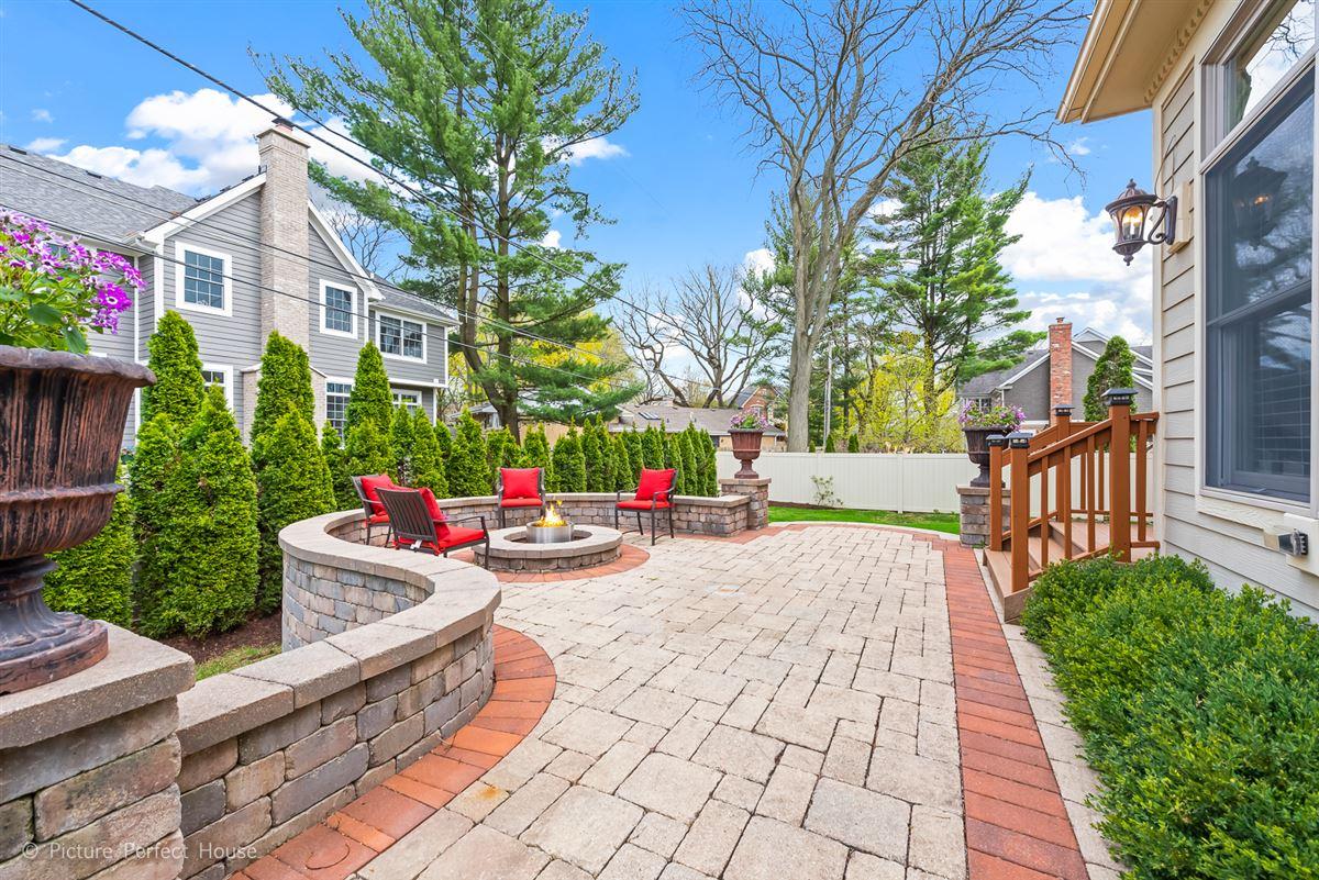 Luxury real estate Elegant home in East HIGHLANDS