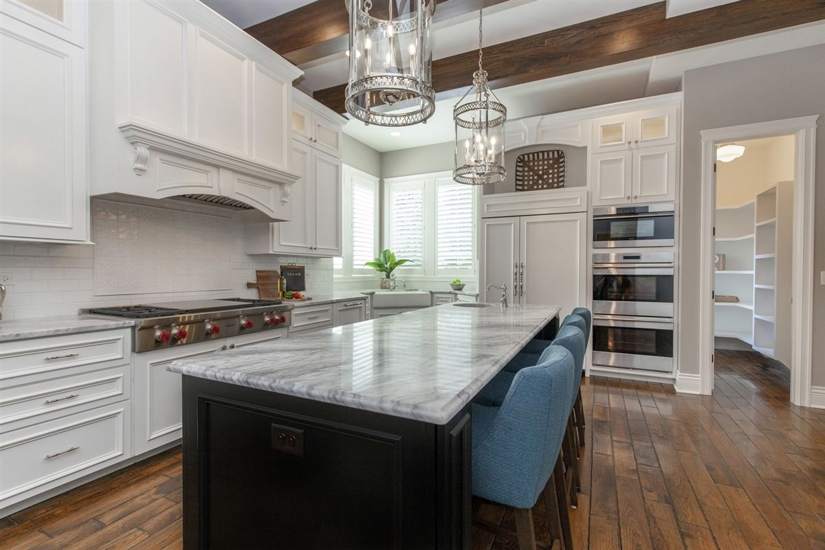 Luxury homes Casual Elegance Abounds