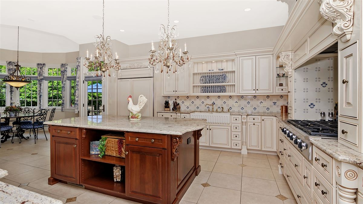 Luxury real estate Magnificent custom built manor home