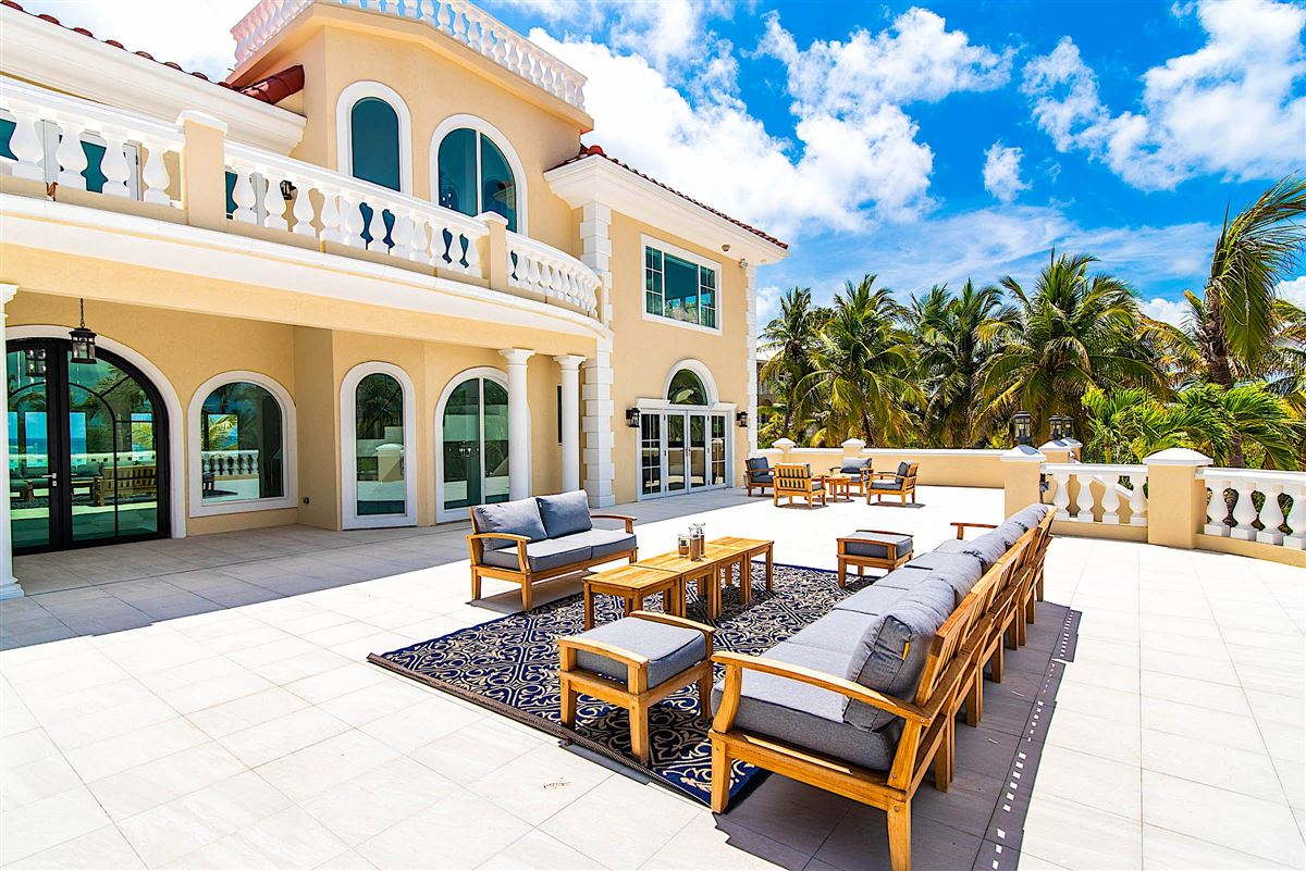 Luxury homes spectacular beachfront estate