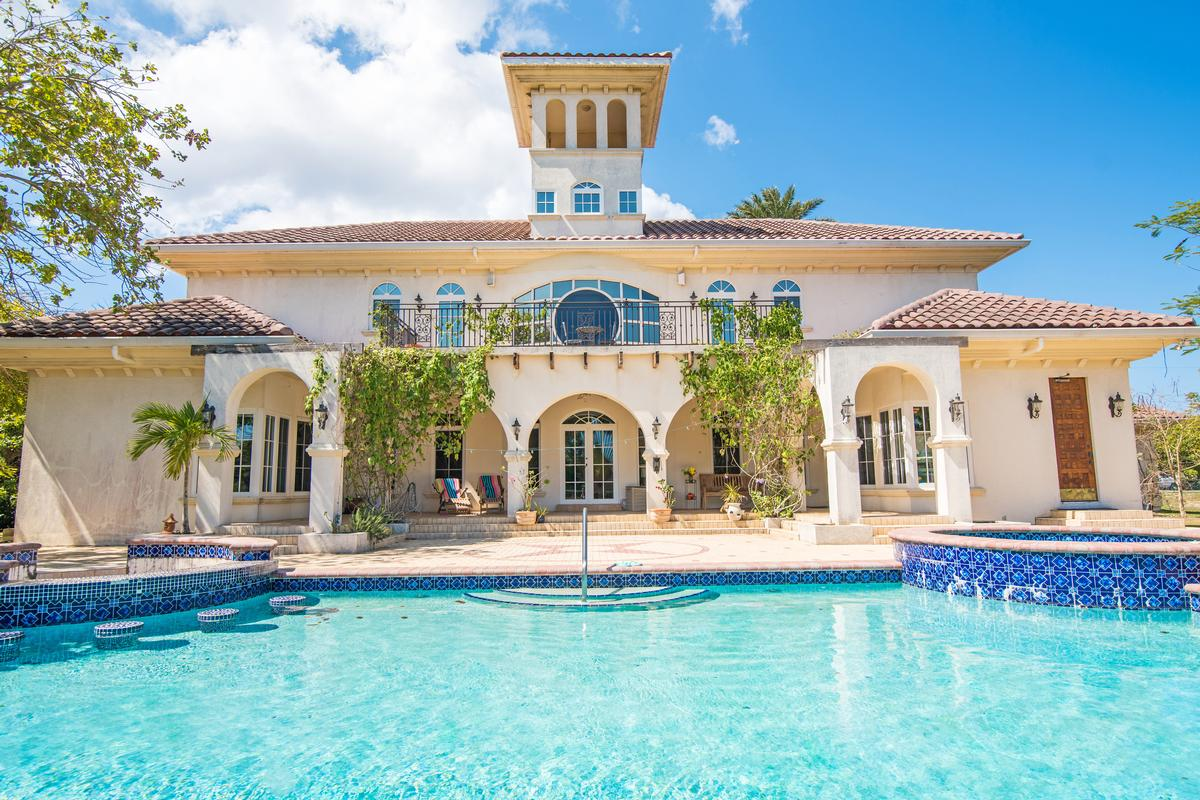 Luxury real estate An impressive Tuscan-style in grand cayman