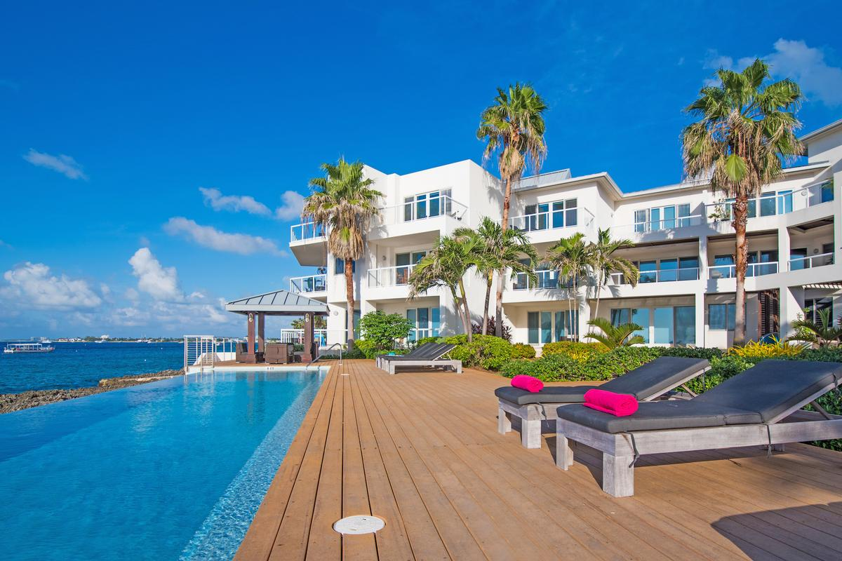 Luxury homes SeaView