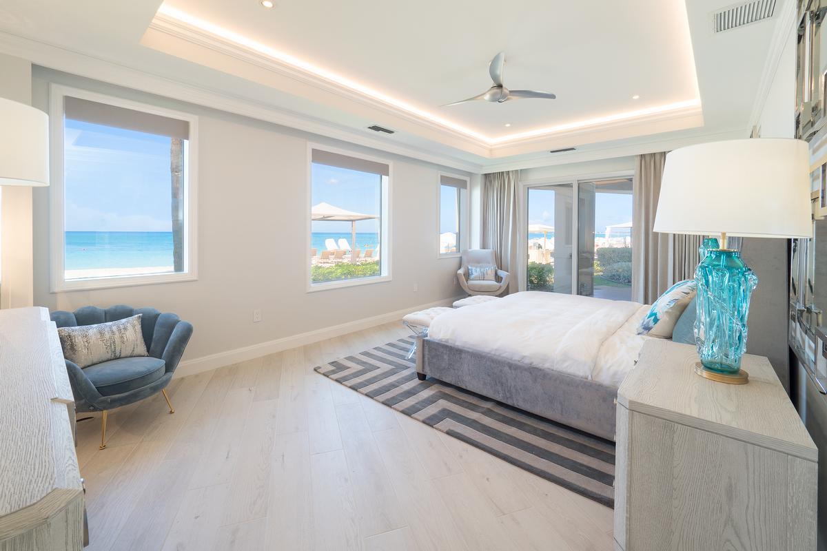 Luxury real estate Sur-la-Plage at the Ritz-Carlton