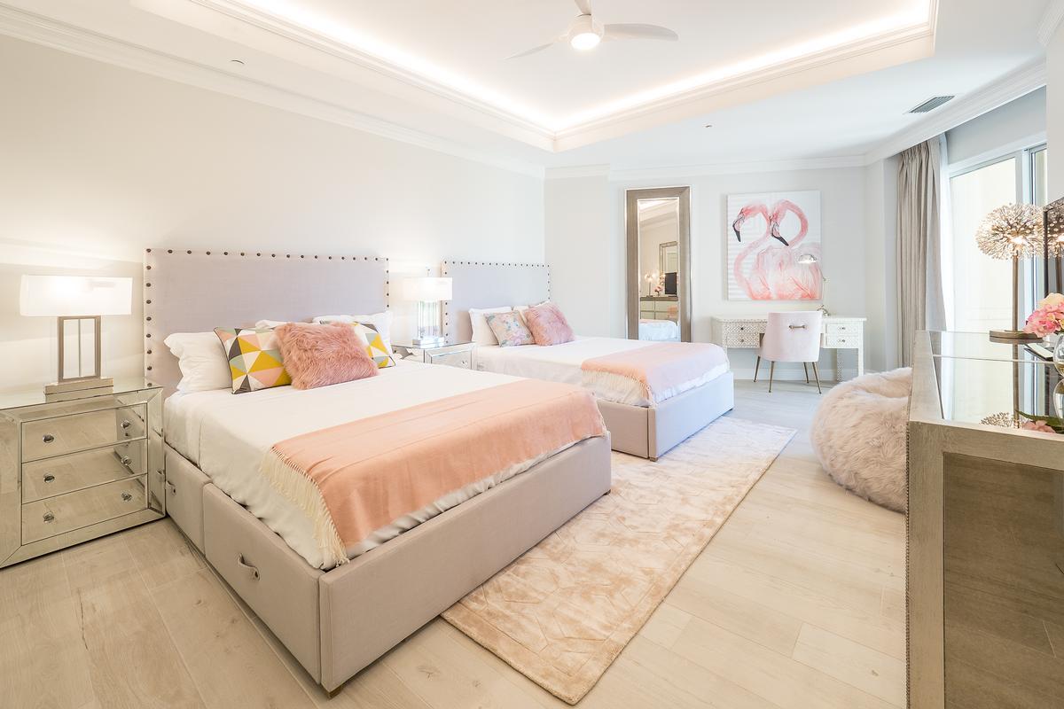 Sur-la-Plage at the Ritz-Carlton luxury properties