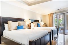 Luxury properties private residence at the South Tower Ritz-Carlton