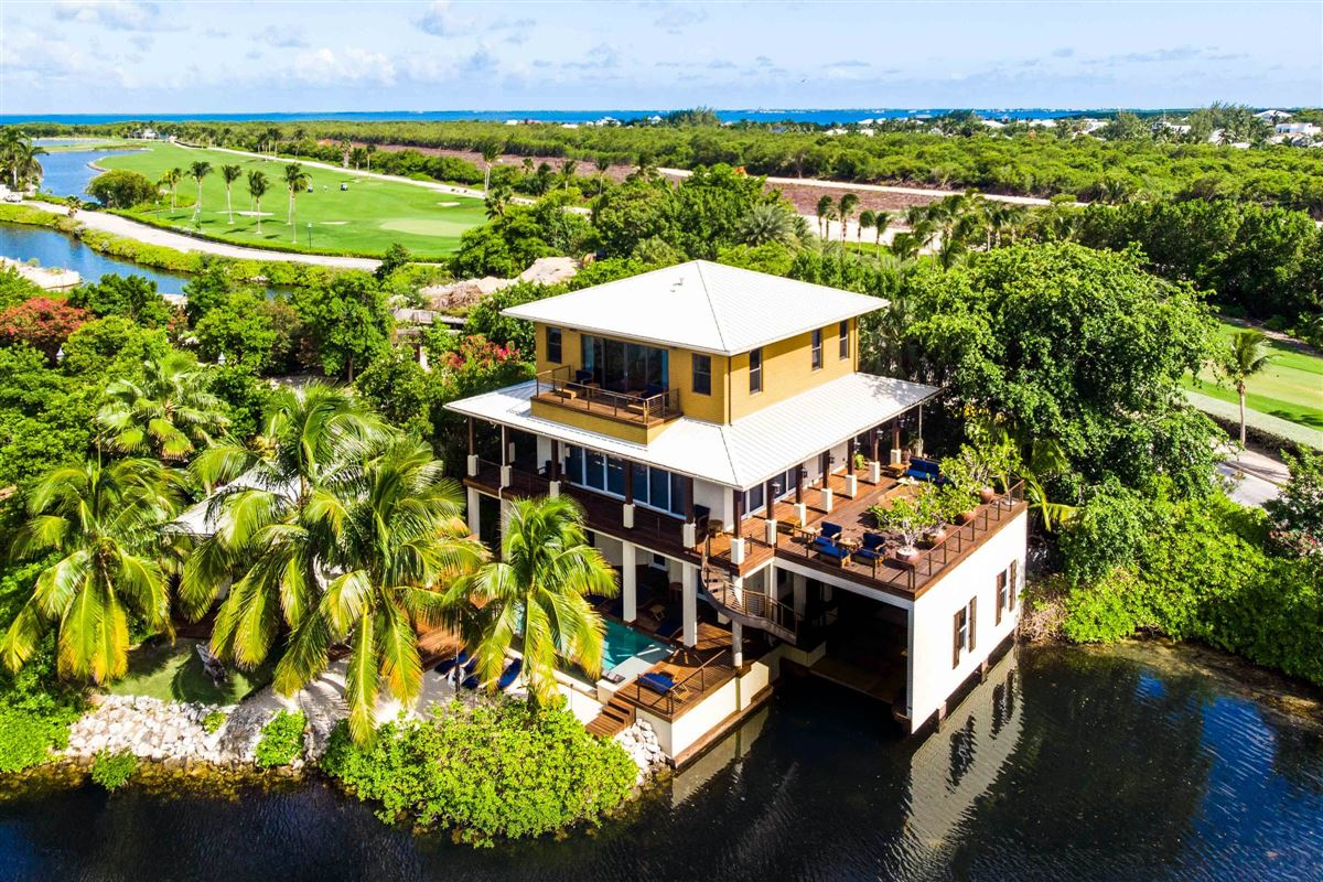 Luxury real estate Spectacular Villa with sweeping views