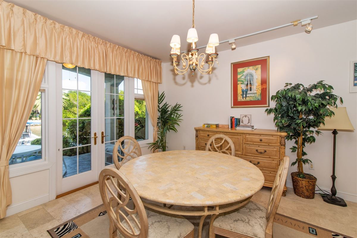 Luxury real estate great two bedroom unit in Kings Court