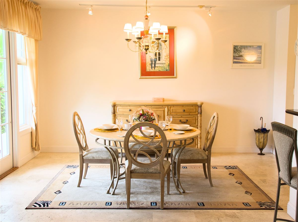 Luxury homes in great two bedroom unit in Kings Court