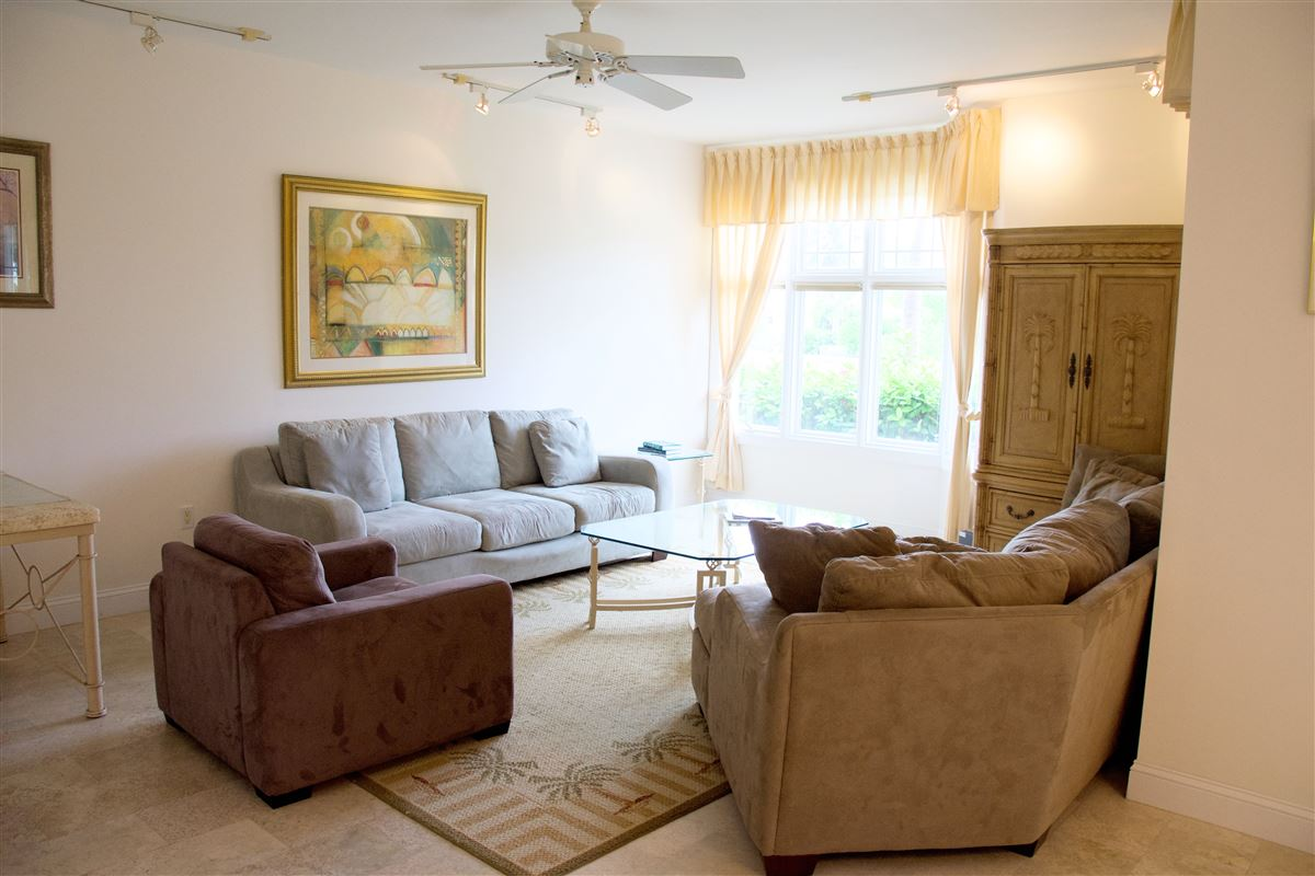 Mansions in great two bedroom unit in Kings Court