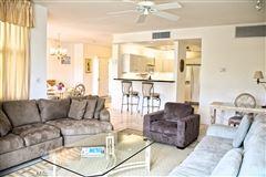 Luxury homes great two bedroom unit in Kings Court