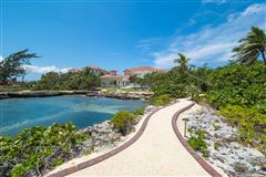 Luxury properties Vista del Mar Residence on its own cove