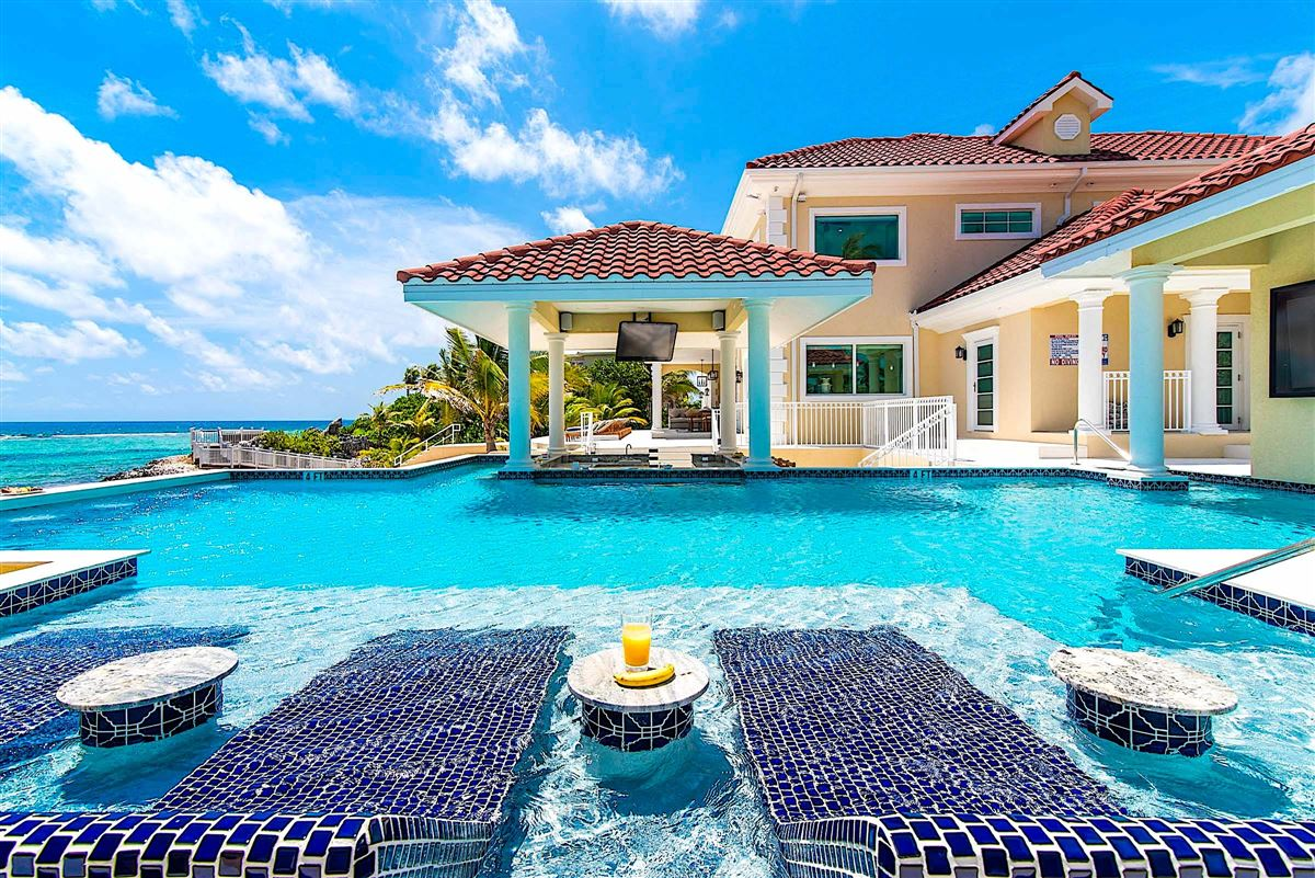 Villa del Mare luxury real estate