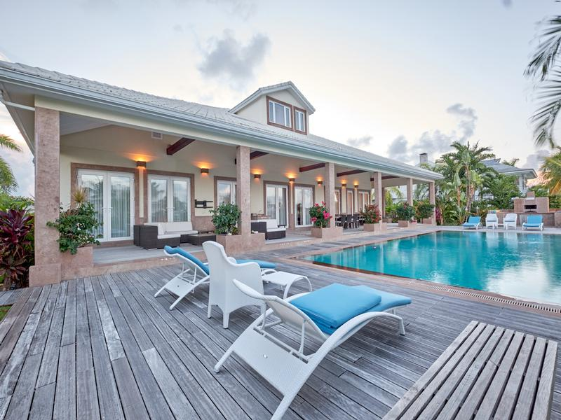Exquisite Waterfront Home in NASSAU BAHAMAS mansions