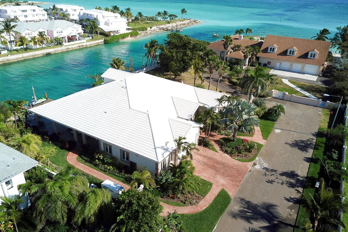 Luxury homes Exquisite Waterfront Home in NASSAU BAHAMAS