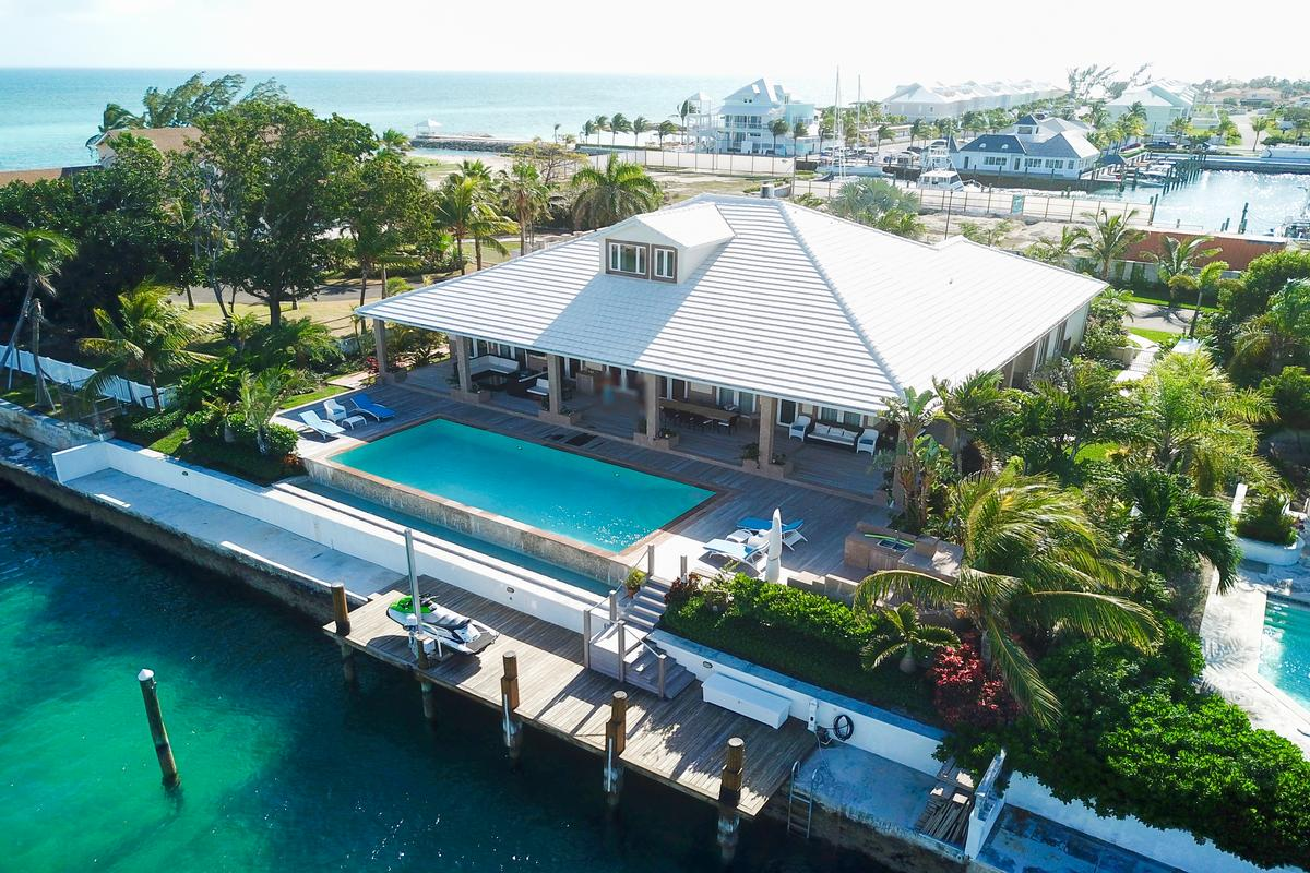 Exquisite Waterfront Home in NASSAU BAHAMAS luxury homes