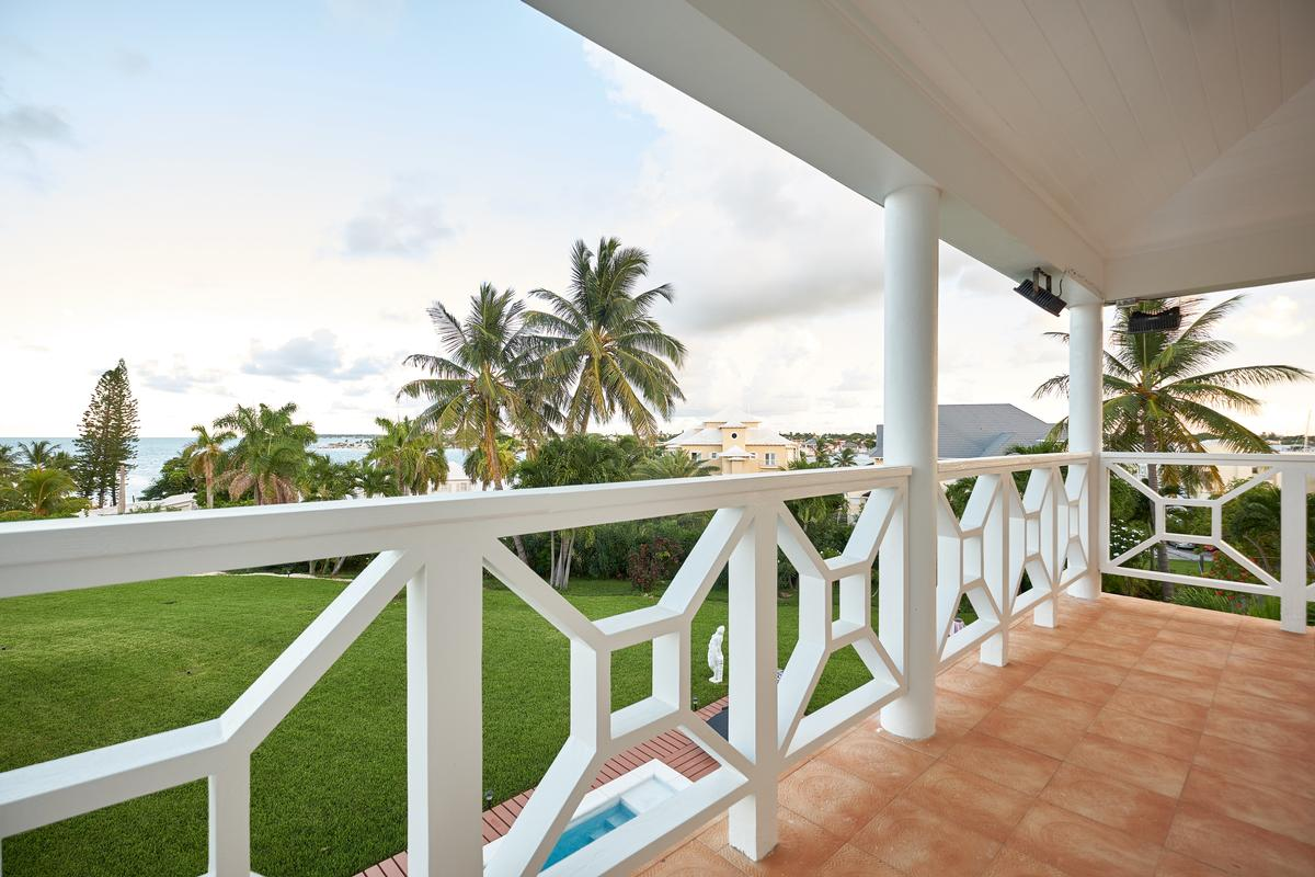 Luxury in Nassau mansions