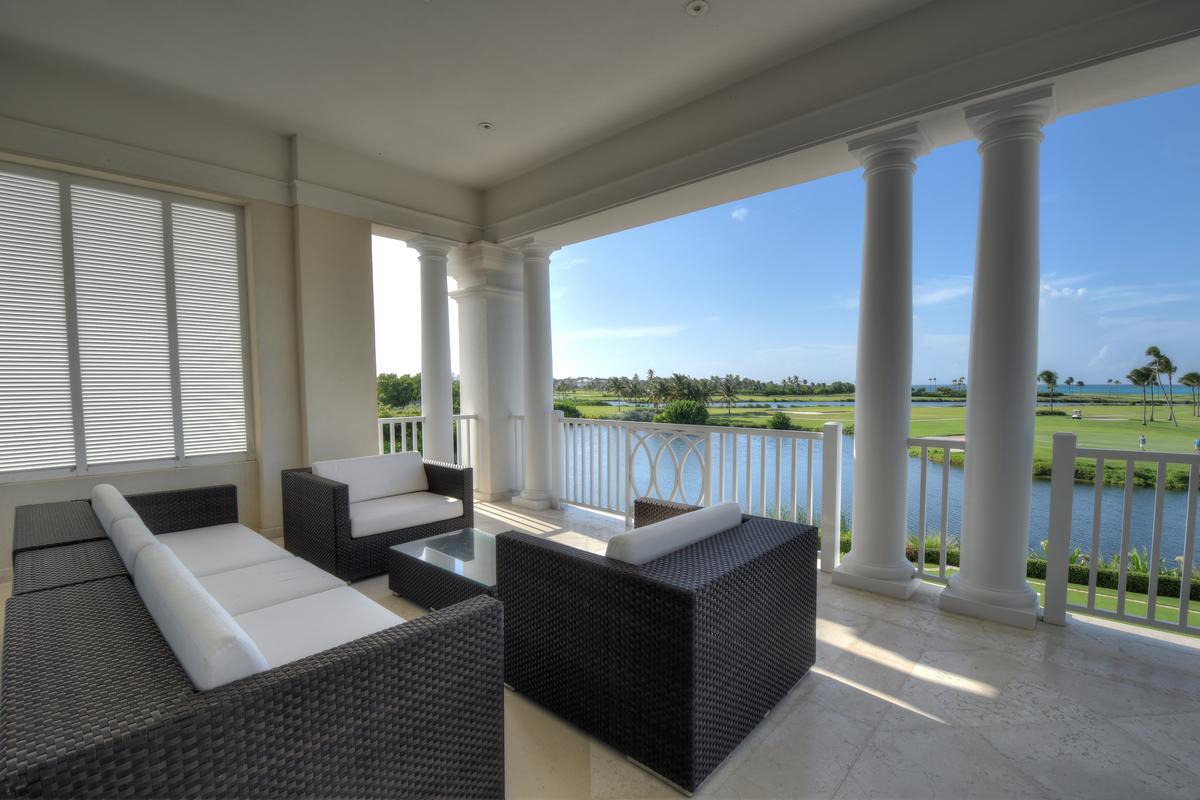 Luxury homes Lake View