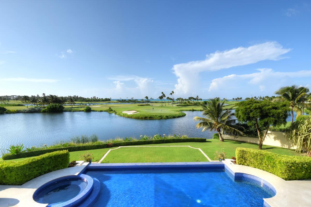 Ocean Club Estates Retreat luxury homes