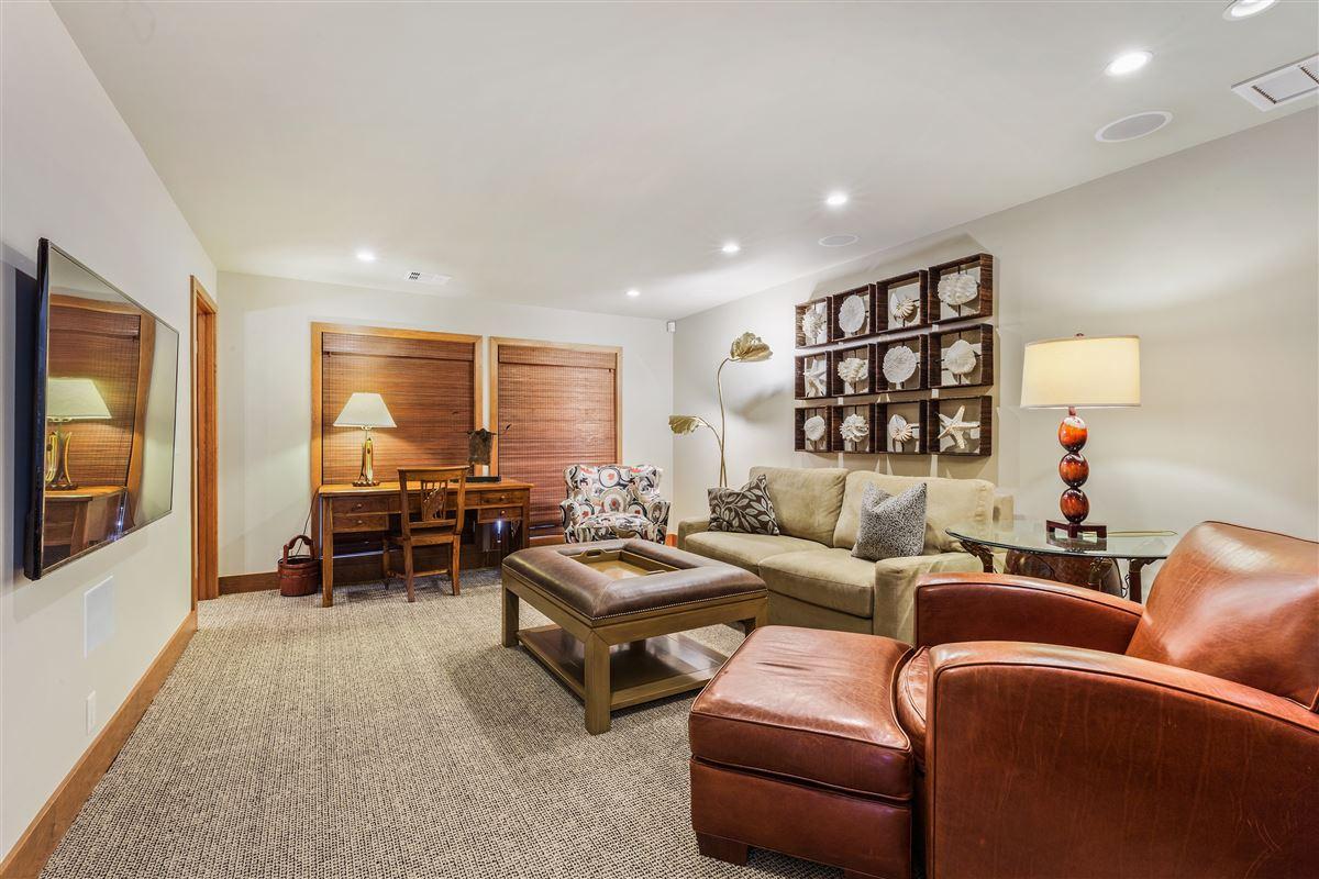 Luxury homes Totally renovated custom home in the Mauna Kea Resort