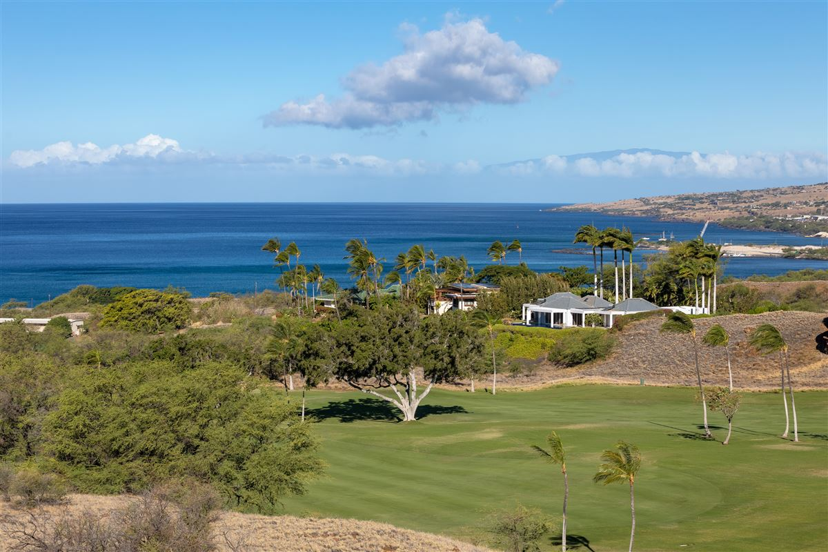 Luxury homes timeless classic in the Mauna Kea Fairways North