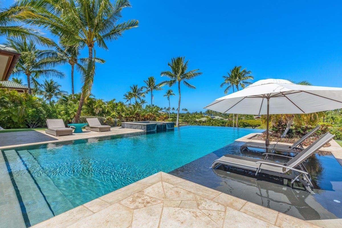 the natural beauty of Pauoa Beach luxury properties
