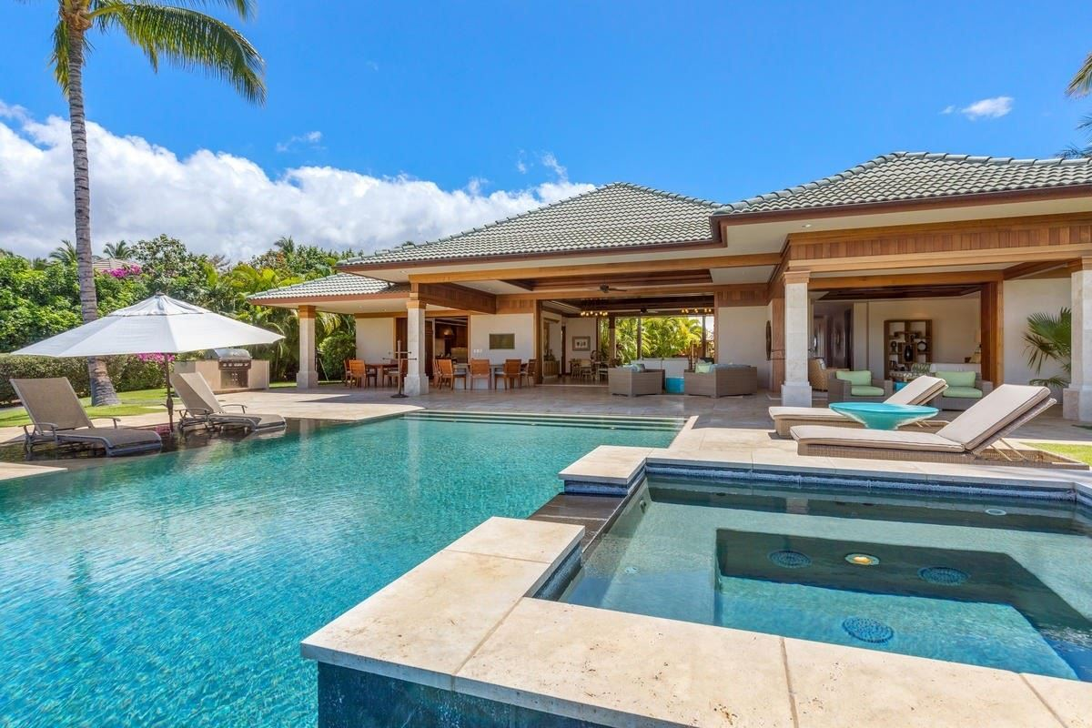 the natural beauty of Pauoa Beach mansions