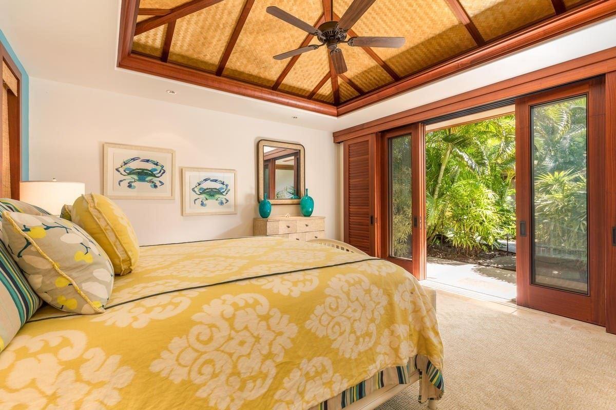 Luxury homes the natural beauty of Pauoa Beach