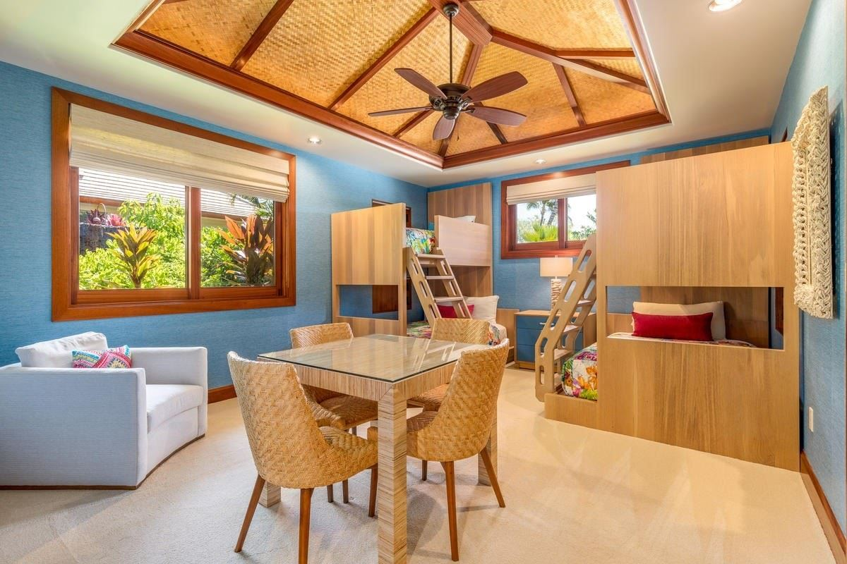 Luxury real estate the natural beauty of Pauoa Beach