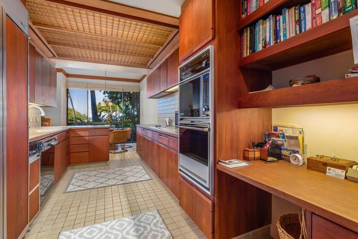 Mansions in rare oceanfront ground floor unit