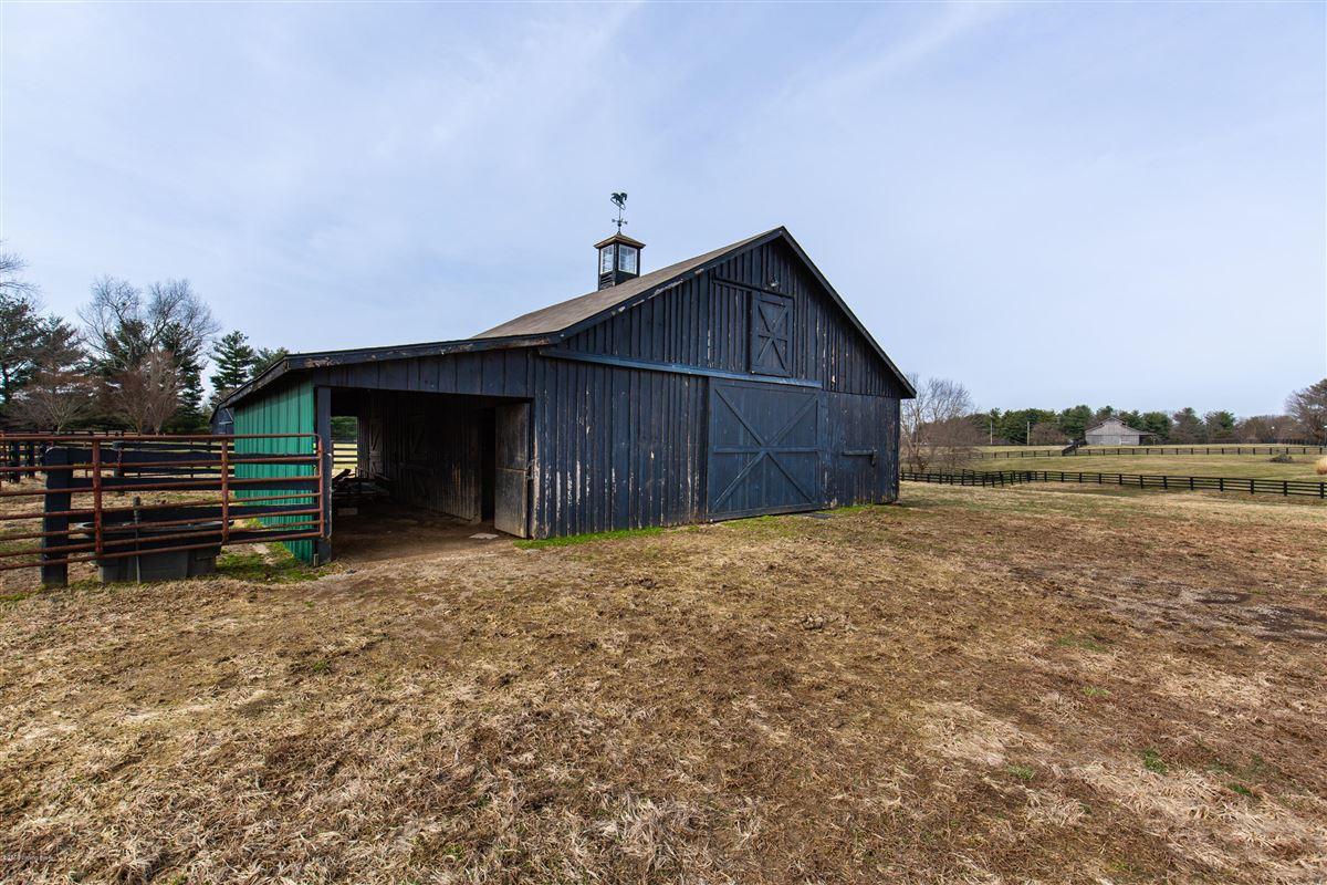 rare five-plus acre estate and horse farm luxury properties