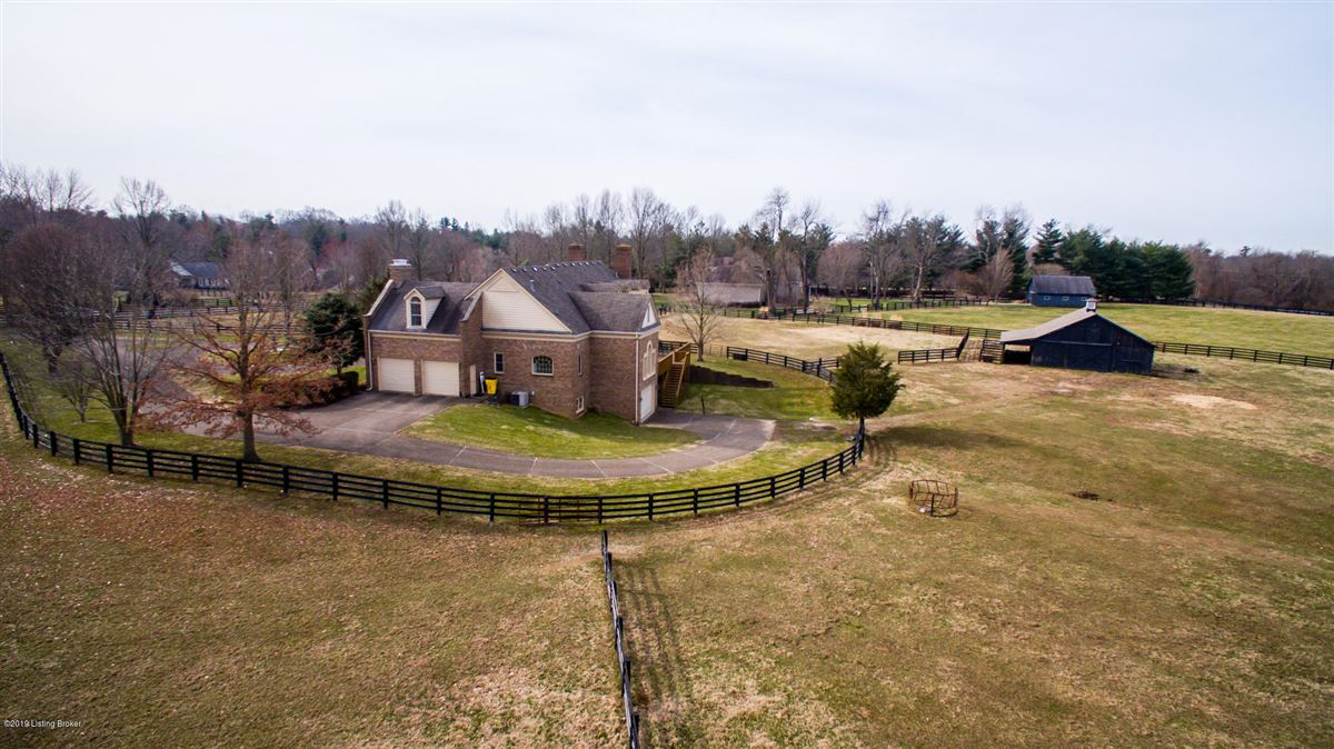 rare five-plus acre estate and horse farm mansions