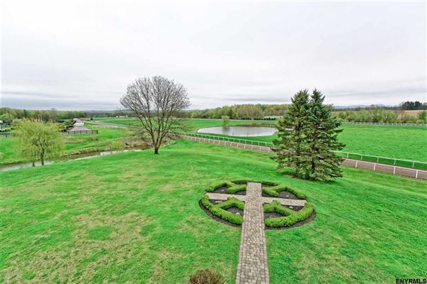 Mansions Magnificent equestrian property in schuylerville