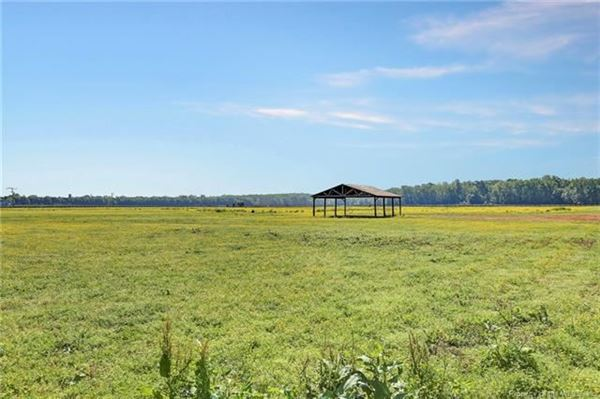 Luxury homes Boundless opportunities in this property on the james river