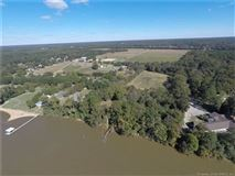 Luxury homes in Boundless opportunities in this property on the james river