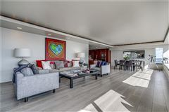Luxury homes bright and spacious unit offers spectacular views